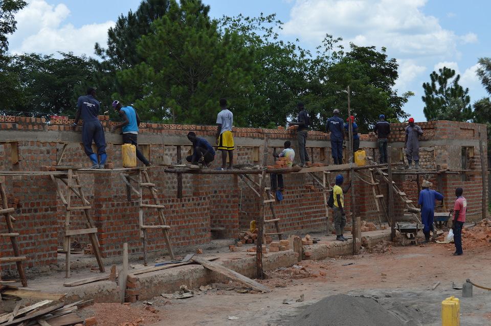 studenci TI budują dom dla nauczycieli