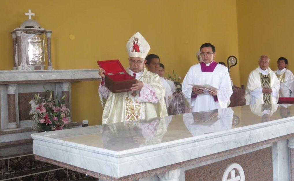 relikwie błogosławionych Męczenników w ołtarzu