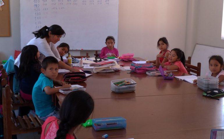Pożyteczne wakacje w szkółce w Pariacoto
